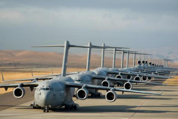 一望無際的大飛機,是美國成為戰略空軍的最大根本。(圖/翻攝自騰訊網)