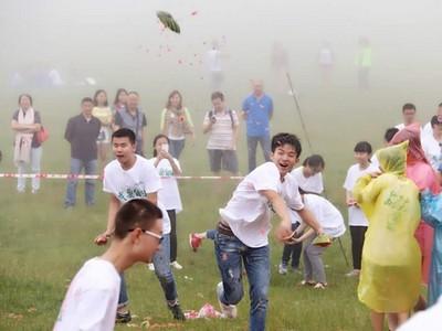 大考完盡情舒壓,中國考生砸掉3噸西瓜lol