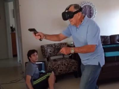 給爺爺玩VR殺殭屍會怎樣?這肉搏戰年輕人看到都該跪了
