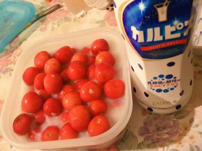 將櫻桃泡進可爾必思,吃出夏季消暑粉色酸甜戀愛感
