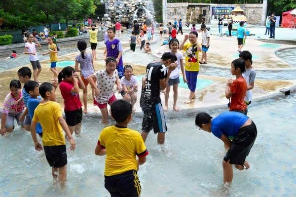 壽山動物園親水廣場夏天開放。(取自Shou Shan Zoo 壽山動物園臉書)