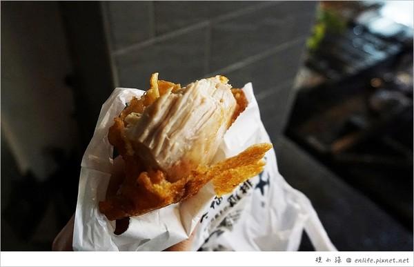 Moodo topokki 辣煎年糕、天使雞排、熱氣球脆皮雞蛋糕。(圖/規小孫)