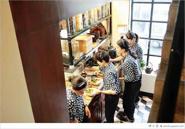 時尚復古風台灣茶館 讓人著迷的台東紅烏龍