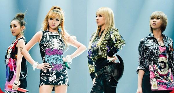2NE1在美國紐約接受「MTV IGGY 2011音樂獎」的頒獎,圖由左至右DARA、BOM、隊長CL、MINZY。(圖/華納)
