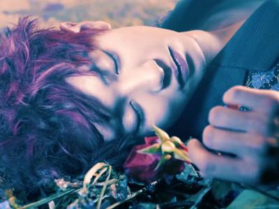 去刷牙!「睡美燦王子」正等女孩來吻醒他♡>//<♡