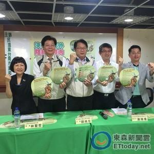 民進黨台南黨部製作衛教拇指扇 多國語言防治登革熱