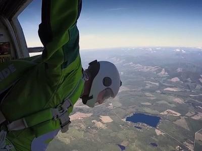 史上最狂!7.6公里高空「無傘跳傘」,直播倒數12小時
