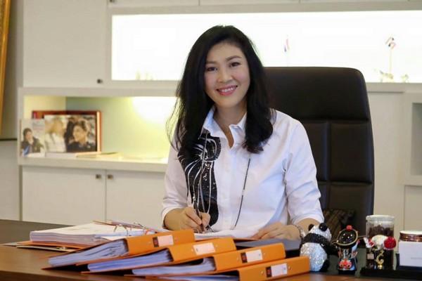 ▲盈拉最近動作頻頻有意圖重返政壇的跡象。(圖/翻攝自Yingluck Shinawatra粉絲專頁)
