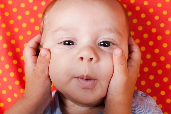 寶寶,捏臉,嬰兒,臉頰,可愛(圖/達志/示意圖)