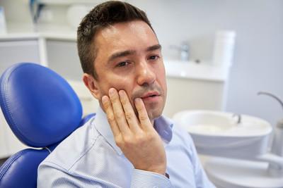 牙齒動搖、出血化膿 你一定要知道的「牙周病7大症狀」
