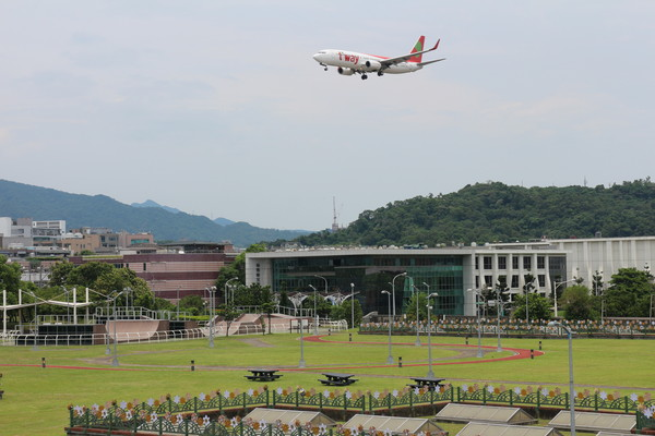 ▲▼內湖運動公園有很多飛機飛過。(圖/台北市工務局提供)