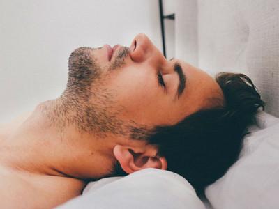 壓力大到睡不著怎麼辦?你可能需要吃這三種食物舒緩