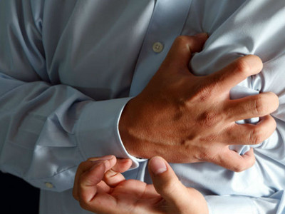 注意!左肩痛又便祕?上班族3症頭可能是心肌梗塞前兆