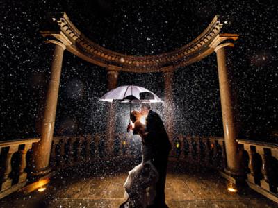 透過水滴看見幸福,雨中婚紗照拍出澆不熄的熾熱愛情