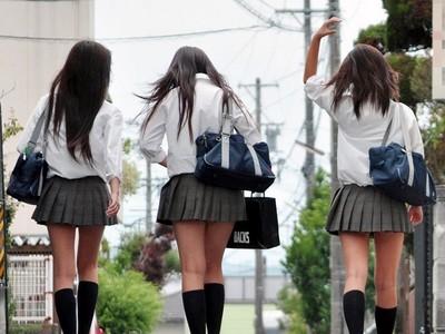 老師說沒滿18不能偷嚐禁果…可是A片都穿高校制服?!