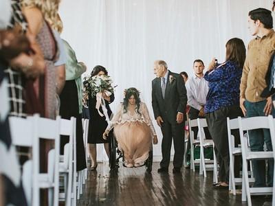 醫生判定這輩子離不開輪椅,癱瘓新娘為走紅毯站起來