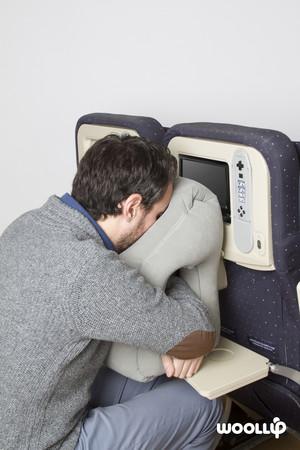 飛機上睡覺有新招 靠餐桌的超強概念飛機枕來了 Et Fashion Ettoday新聞雲