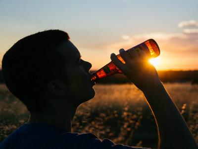 啤酒結合VR,英國酒吧讓你「躺在森林中」暢飲
