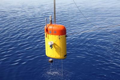 「海翼號」水下滑翔機突破5千米