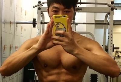 香港星級健身教練登場! 教你4招「靜態肌肉鍛鍊動作」