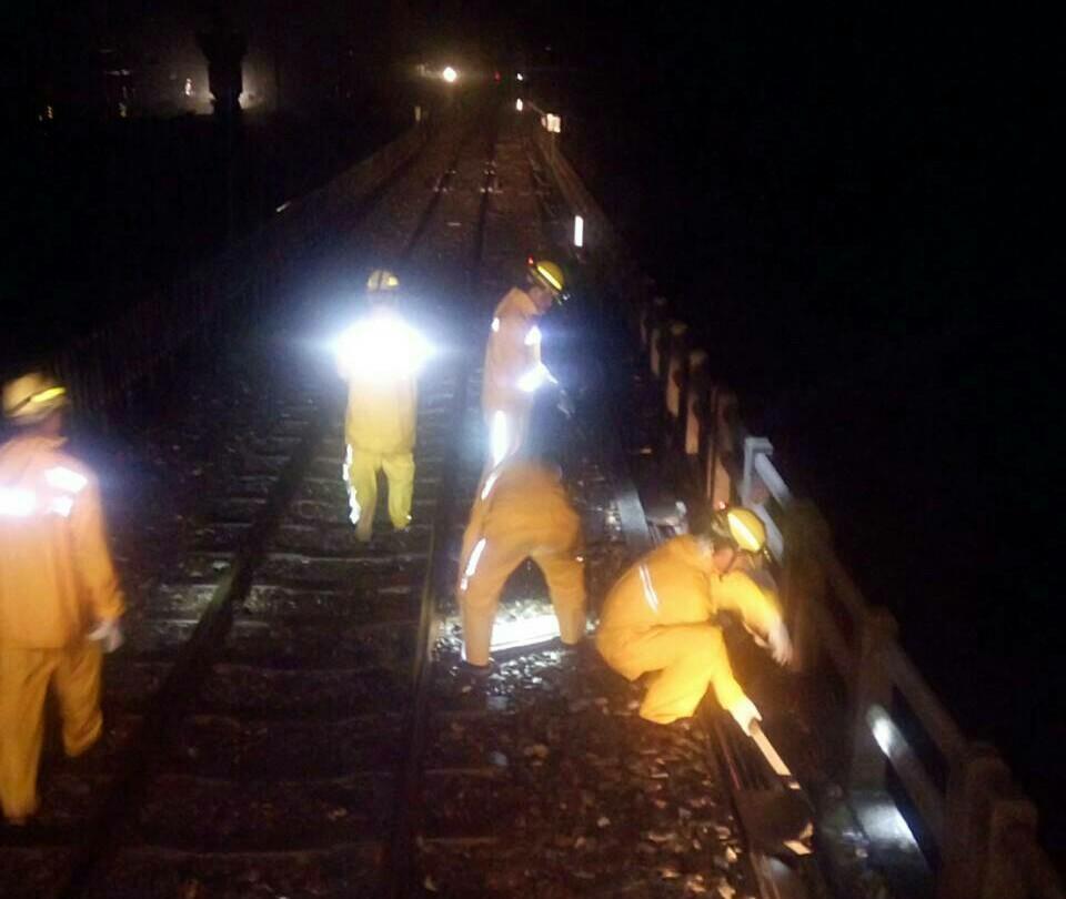 台鐵工程人員搶通南迴線。(圖/台鐵提供)