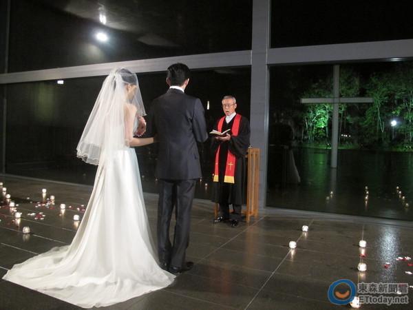 日本建築師安藤忠雄在星野度假村打造的「水之教堂」,夢幻的氛圍吸引許多新人前來舉辦婚禮。(圖/記者莊雅婷攝)