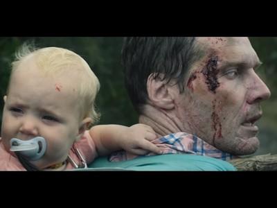 爸爸被殭屍咬後,犧牲自己用「屍體」把孩子救出去