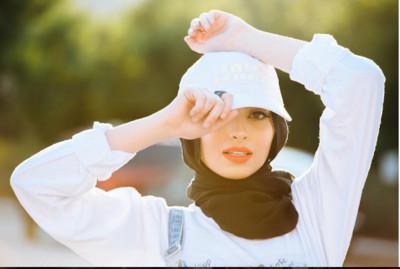 最美穆斯林主播!她「包頭巾美照」登《Playboy》封面