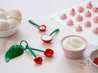 可愛櫻桃量匙放廚房,做出來的菜感覺好香甜可口!