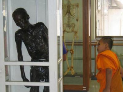 泰國連環食童魔判死仍難平眾怒,製成乾屍供人唾棄60年