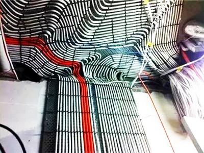 10張「強迫症佈線」圖證明…工程師手指都很靈活!