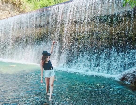 翡翠谷水簾瀑布(圖/網友0202_hs提供,請勿隨意翻拍,以免侵權。)