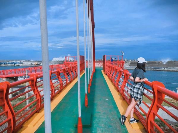 花蓮港景觀橋。(圖/IG@nina.c___提供,請勿隨意翻拍,以免侵權。)