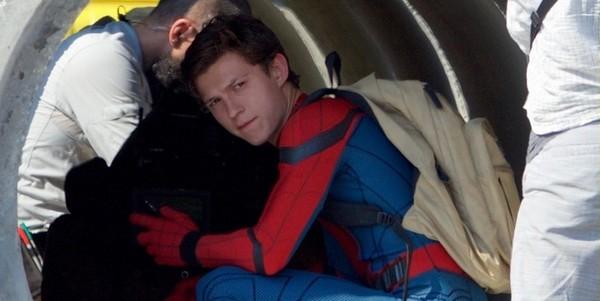 新版《蜘蛛人》主角湯姆霍蘭德表示蜘蛛人緊身衣穿起來超不舒服,但他會盡力演好。(圖/翻攝自網路、Tom Holland instagram)