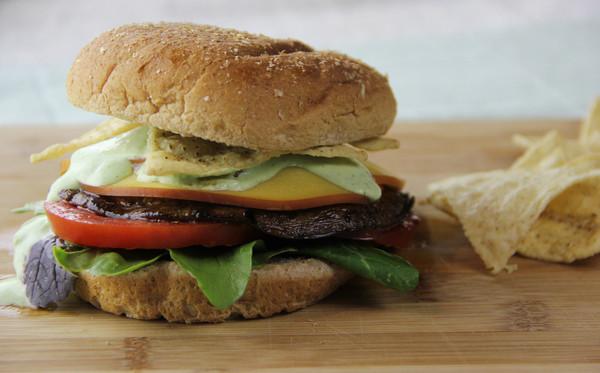速食店欠薪1000hr甘苦談 25秒做4個漢堡...最難處的還是人