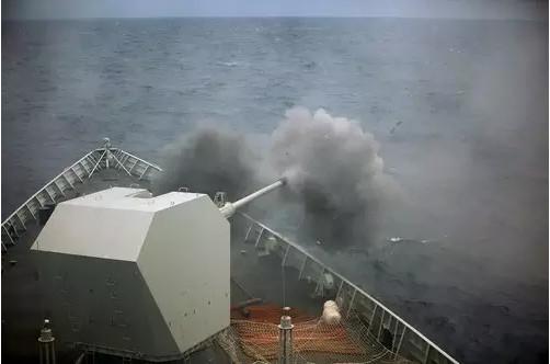 長沙艦配備新型70倍口徑130毫米單管隱身艦炮,火力相當兇猛。(圖/翻攝自大陸網站)