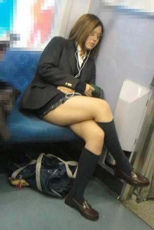 桃園飯店叫小姐 日本電車高中妹太H了 鄉民:胖次一定很臭