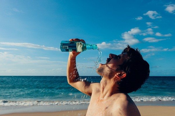 運動,喝水,游泳。(圖/取自librestock網站)