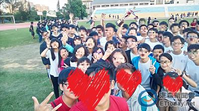 合照驚見「青面鬼影」 東海學生嚇傻:班上沒這個人啊