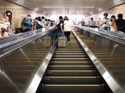 電扶梯站右邊「惡習」傳到南部?網:跑這麼爽也沒比較快