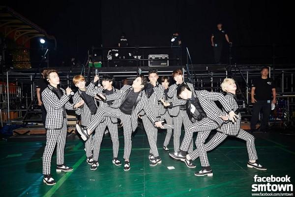 ▲Super Junior特別準備手寫信慶周年,獨缺強仁。(圖/翻攝自Super Junior臉書)