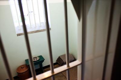 她坐牢 乾爹固定探監每周給4000
