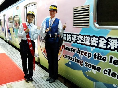台鐵再推彩繪列車 宣導平交道安全