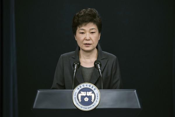 「閨蜜門」醜聞爆發後,總統朴槿惠在演說中向人民道歉。(圖/達志影像/美聯社)