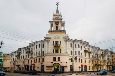 地方的俄羅斯警最近超怒!蘇維埃紀念塔被塗成派大星