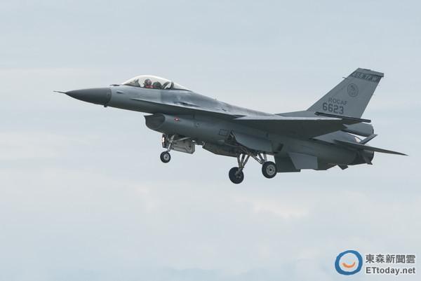 空軍清泉崗基地營區開放全兵力預校,F-16型機性能展示操演(圖/記者季相儒攝)