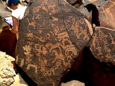 約旦沙漠「血字黑碑」出土  學者驚:曾有上古超文明