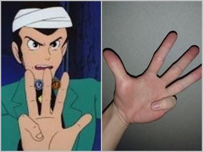 他問「彎小指,伸無名指」是突變嗎?結果變異人都伸手暴動了