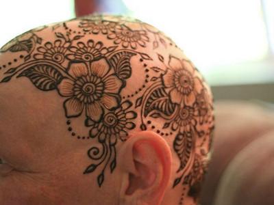 忘記掉髮傷痛!刺上「自信皇冠」化療癌友重拾往日笑容