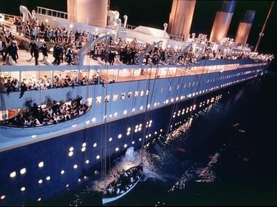船難當娛樂!四川打造「鐵達尼沉沒」樂園,徹底感受沈船恐怖